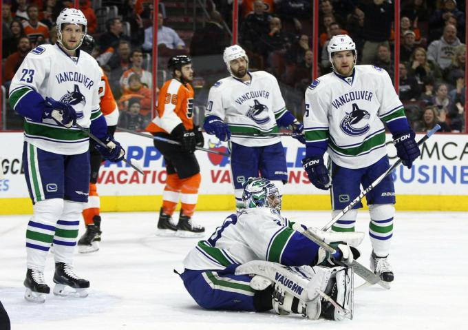 Vancouver+Canucks+goalie+Ryan+Miller+sits+on+the+ice+after+making+a+save+with+teammates+around+him+during+the+second+period+of+an+NHL+hockey+game+against+the+Philadelphia+Flyers%2C+Thursday%2C+Jan.+15%2C+2015%2C+in+Philadelphia.+%28AP+Photo%2FChris+Szagola%29