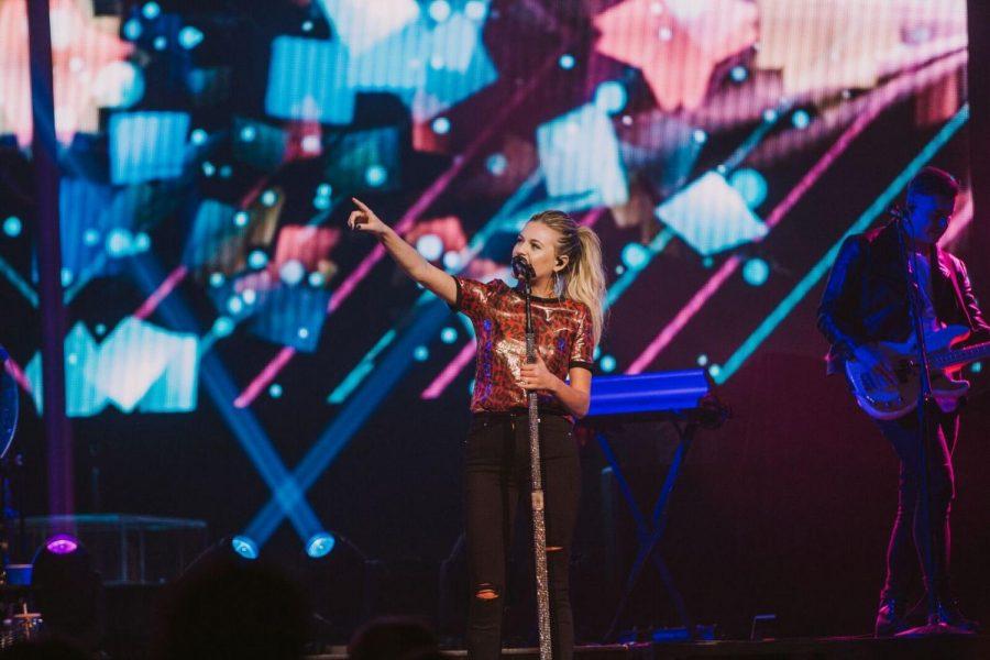 Kelsea Ballerini Gives Inspiring Performance