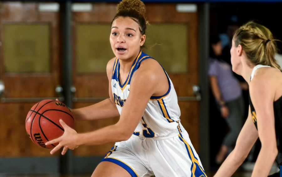 Women's Basketball Knocks off Undefeated Owls