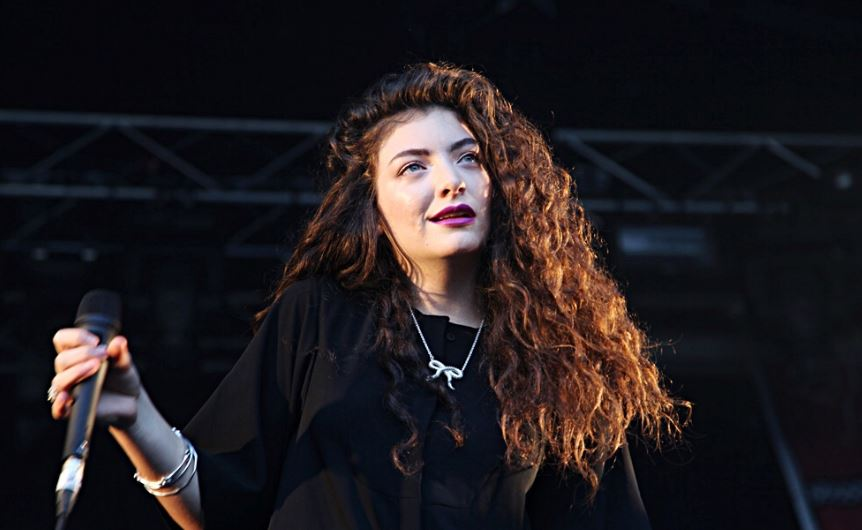 Lorde+Sees+Ghosts+of+Sets+Past