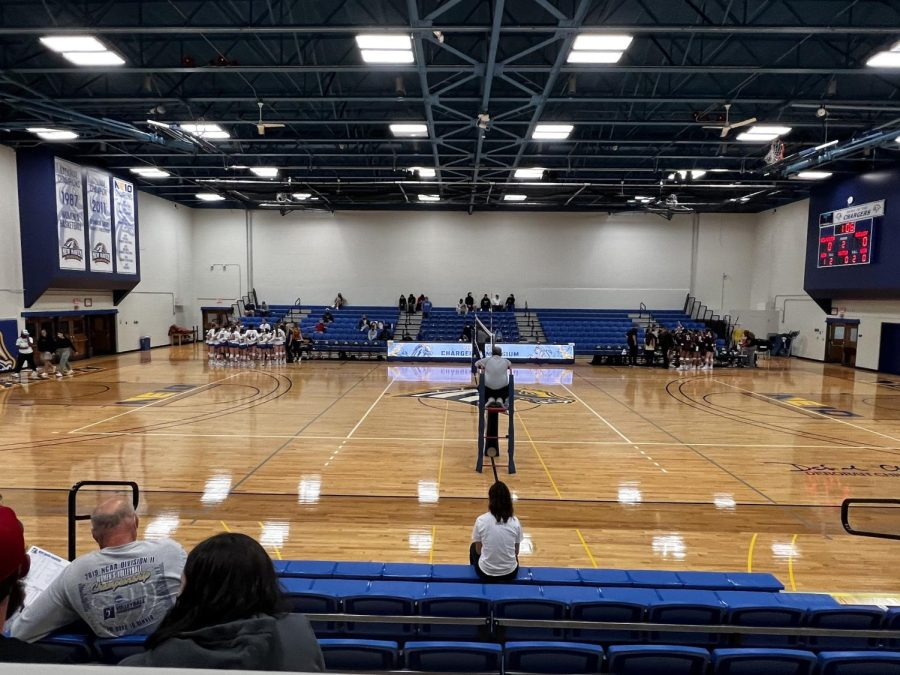 New+Haven+and+Molly+volleyball+teams+in+their+huddles+at+either+side+of+the+gym